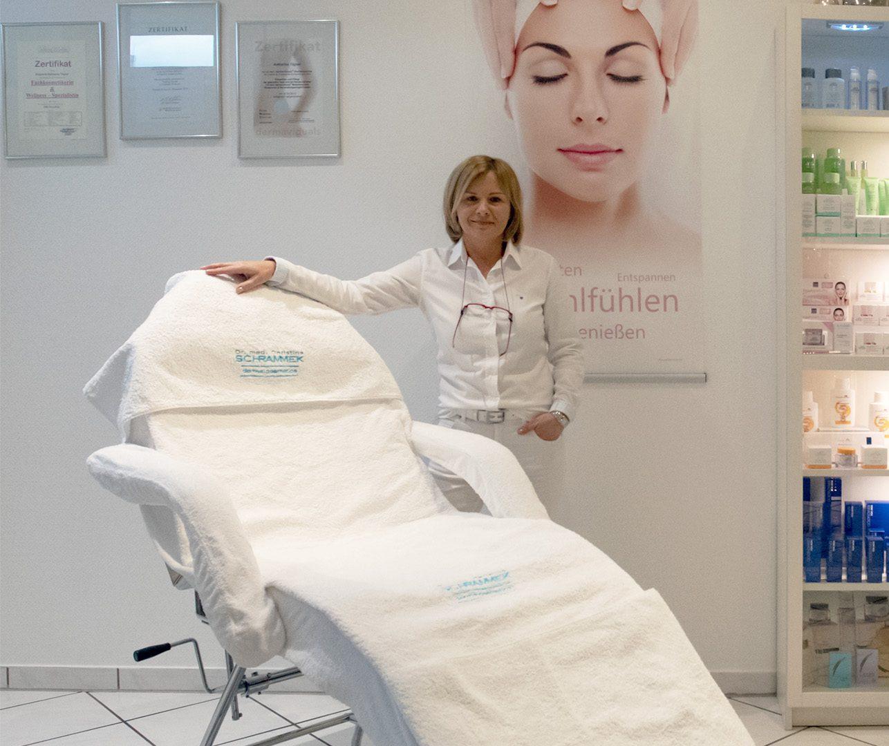 Katharina Tilgner im Kosmetikstudio